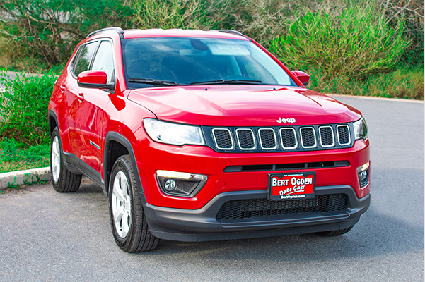 3/4 frontal view of the 2021 jeep compass