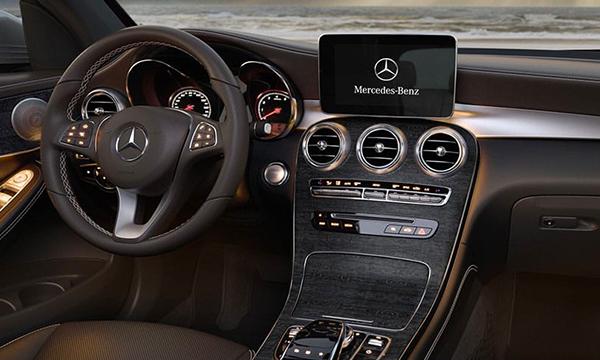 Finance a 2019 Mercedes-Benz GLC near Council Bluffs, IA - Interior